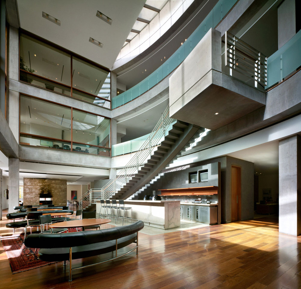 5 Reasons to Specify Wireless Charging in Your Next Office Project